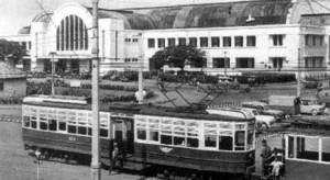Trem Listrik 1957 di Stasiun Beos